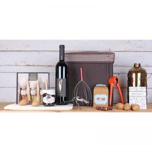 מארז יין ופינוקים בקופסת הדום