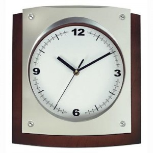 "גריניץ - שעון קיר פלסטיק  32x30 ס""מ"
