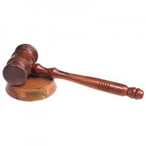 פטיש מנהלים / שופטים ענתיק  על מעמד עץ