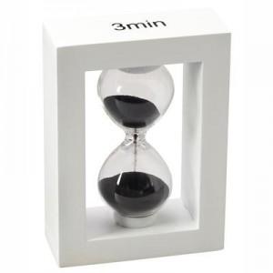 """שעון חול מסגרת עץ לבנה - קטן , גובה 11 ס""""מ"""