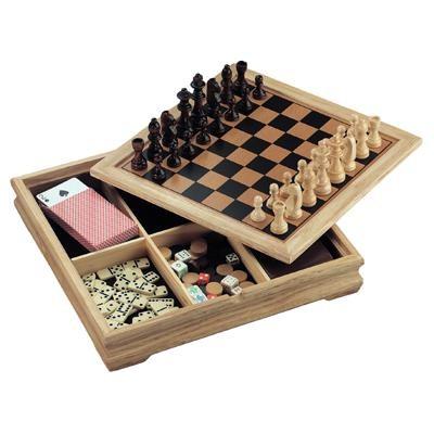 """7 משחקים בקופסאת עץ מהודרת    31x31 ס""""מ"""